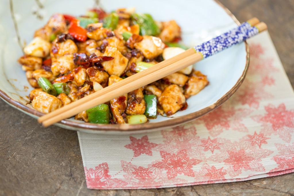 Китайские палочки и еда