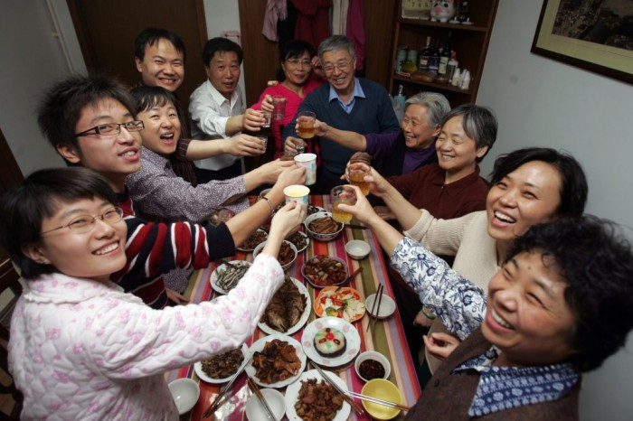 130207130456-chinese-new-year-family-dinner-1024x683